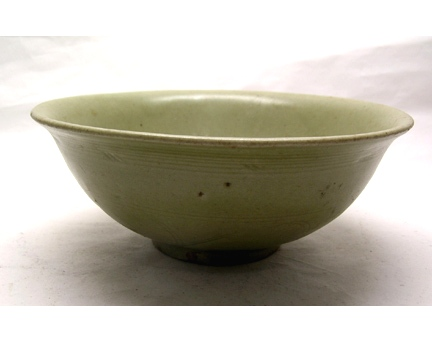 A Longquan Ware Bowl with Incised Floral Motif