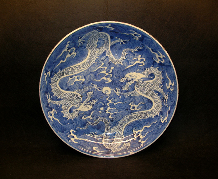 A Large Kangxi Blue and White Charger with Dragon Motifs